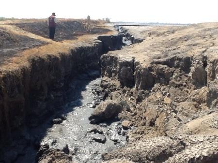 Tanggul lumpur di titik 68 Desa Gempolsari, Kecamatan Tanggulangin yang jebol