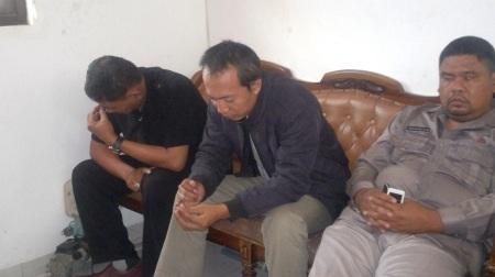 Tiga anggota BIN gadungan tertunduk malu saat ditangkap polisi