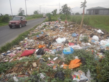 Sampah di jalan lingkar timur