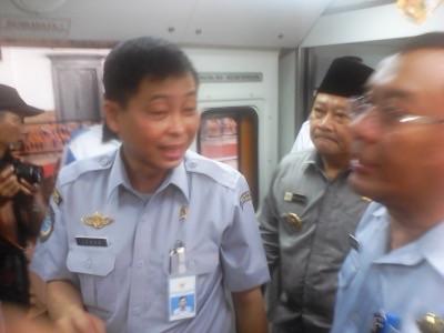 Bupati Sidoarjo Saiful Ilah bersama Menhub Ignasius Jonan