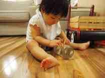 寶寶玩自製玩具 金蔥雪花球 Baby Playing DIY Glitter Globe
