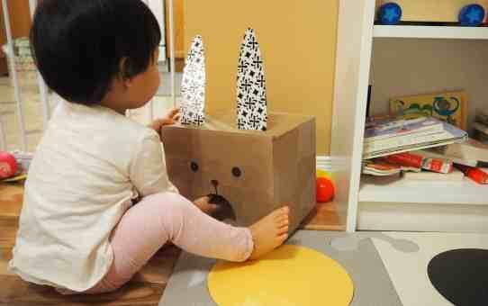 DIY 給一歲寶寶的自製紙箱玩具 兔子愛吃球