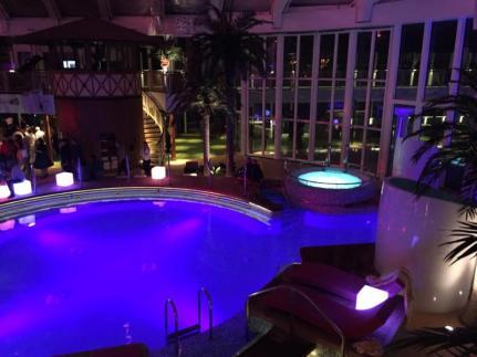 Beach Club Aidaprima Schwimmbad Pool Nacht Abendstimmung