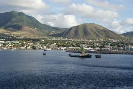 St. Kitts vom Meer aus mit Aida