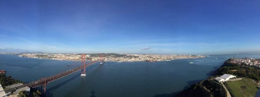 Blick auf den Atlantik von der Cristo Rei Statue Lissabon