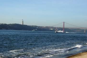 Ponte 24 de Abril mit Cristo Rei in Lissabon