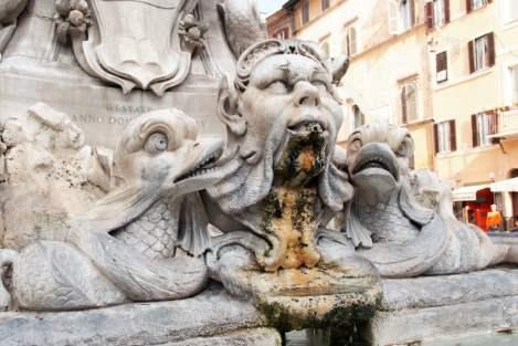 Piazza della Rotonda, Brunnen vor dem Pantheon