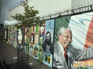 Die Mauer zwischen protestantischen und katholischen Viertel in Belfast