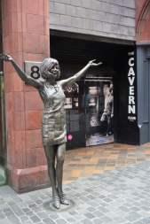 Skulptur vor dem Cavern Club Liverpool