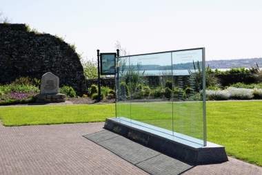 Titanic Memorial Garden Glaswand Memorial