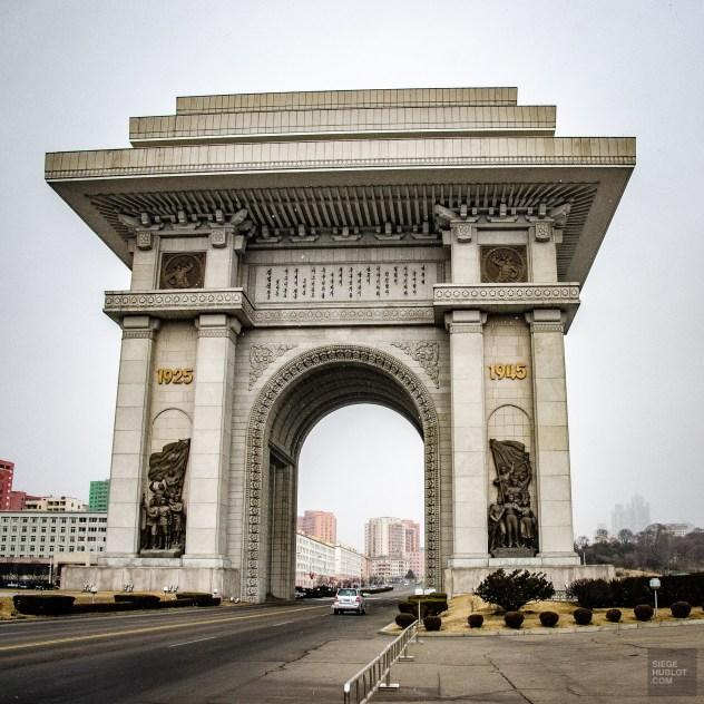 arche de triomphe - pyongyang - Coree du Nord, l'envers de la medaille - Asie, Coree du Nord