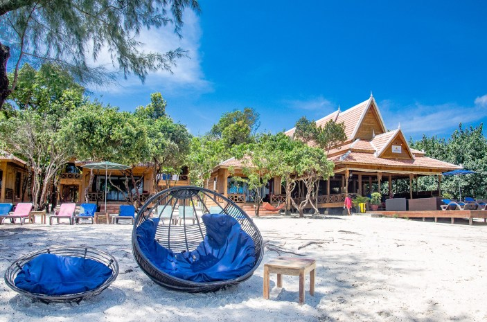 chaises rondes - Un paradis secret, Koh Rong Samloem, Cambodge - Asie, Cambodge