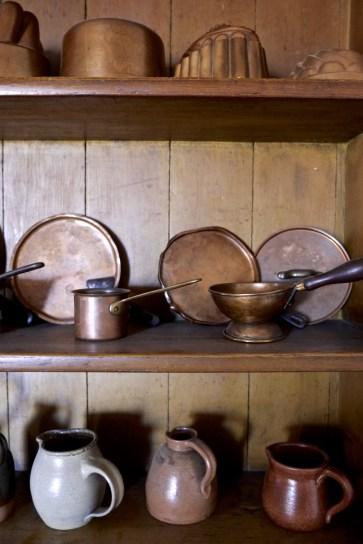 assiettes cuivre poterie - Fort York National Historic Site - Séjour à Toronto - Amérique, Canada, Ontario