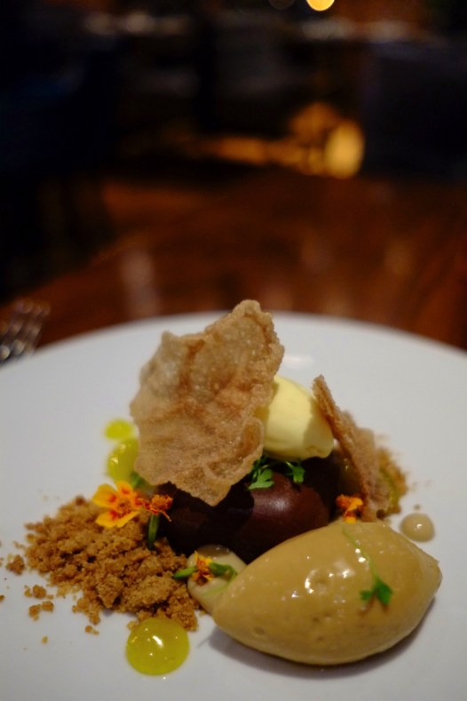 Dessert mousse chocolat - Restaurant Oak+Rowan - L'émergent Seaport District à Boston - Amérique, États-Unis, Massachusetts