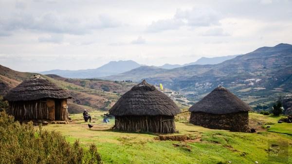 hutte-lesotho-village-montagne