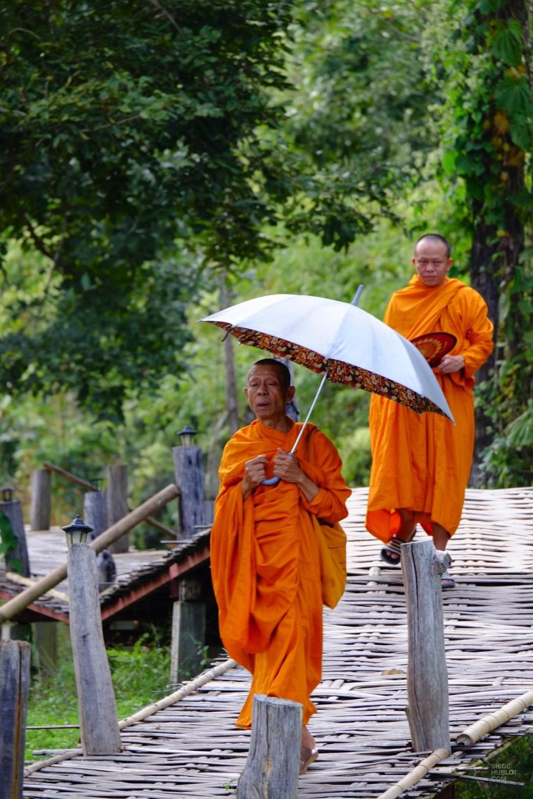 Les moines en balade - Les Excursions - Pai et la fraicheur des montagnes - Asie, Thaïlande