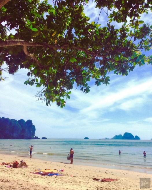 Sous les arbres - Les Piscines et la Mer - Des vacances à Krabi - Asie, Thaïlande