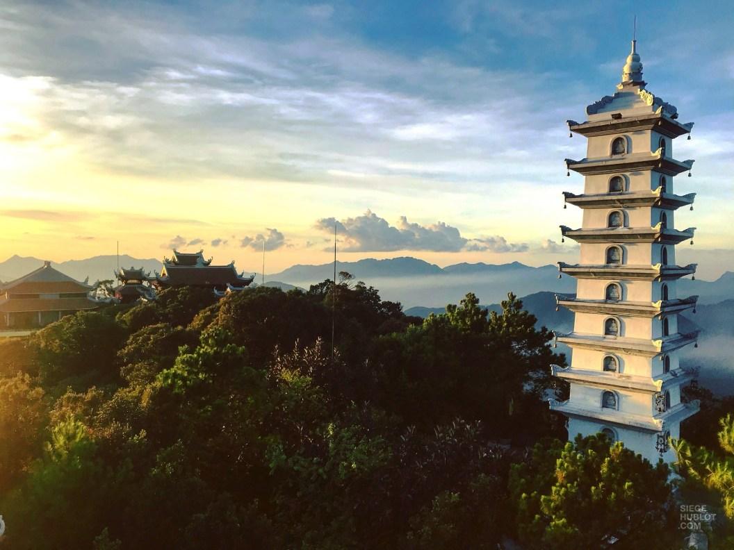 Linh Phong Bao Thap - Le Fantasy Park - Faire le Pont à Ba Na Hills - Asie, Vietnam
