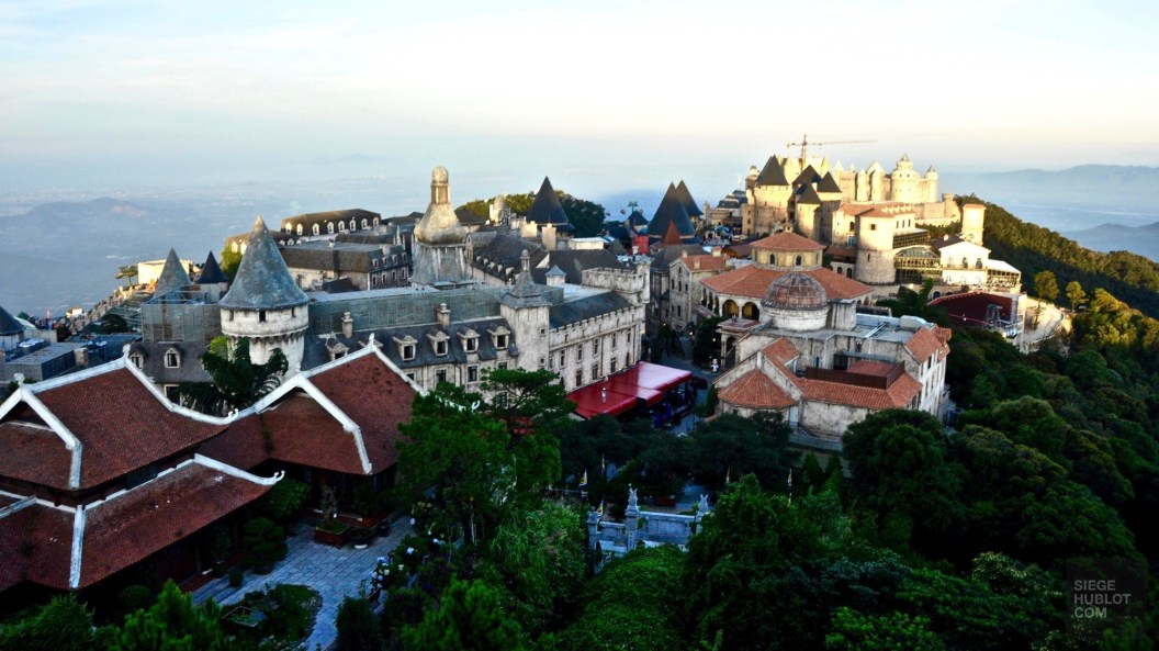 Vue sur le site - Le Village Francais - Faire le Pont à Ba Na Hills - Asie, Vietnam