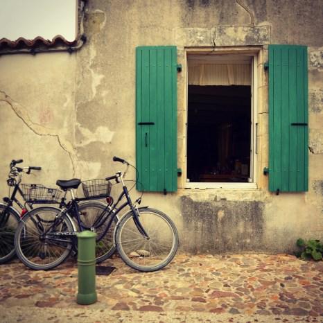 Les volets - Ile de Ré - Destination Nouvelle-Aquitaine - France, Europe