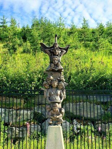 Sculpture totem - Malartic - Une virée en Abitibi-Témiscamingue - Amérique du Nord, Canada, Québec
