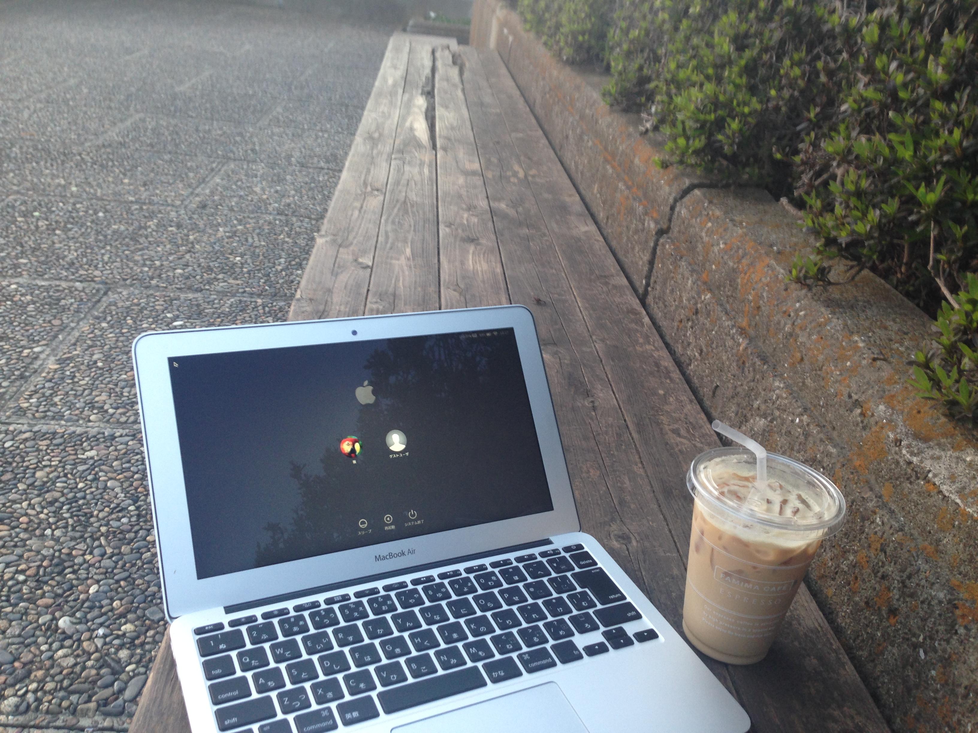 もうカフェが混んでいても関係ない!屋外で仕事する3つのメリット。