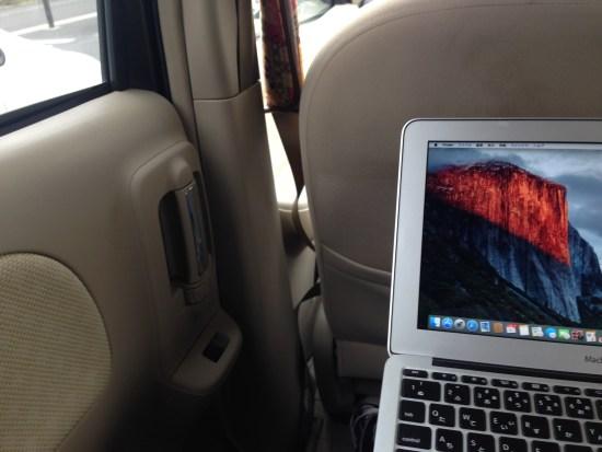 車の中でMacBook Air