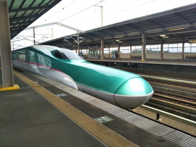 お盆休みの空いている電車に乗って満員電車の異常さに気付く
