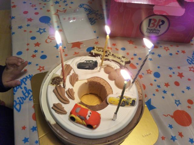 サーティワンのカーズアイスケーキに子供が大喜び!誕生日などにおすすめ