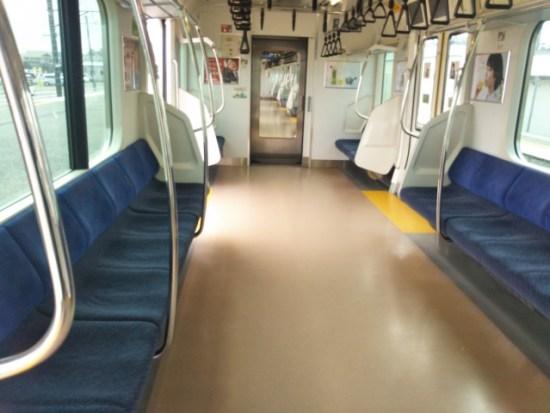 誰もいない電車の画像