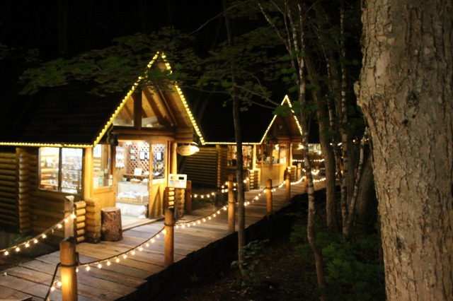 富良野の森の中の雑貨店「ニングルテラス」が雰囲気いい!森の中を走り回って子供も楽しめる