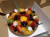 クリスマスはキルフェボンのケーキ、ケンタッキー、IKEAの本物のモミの木