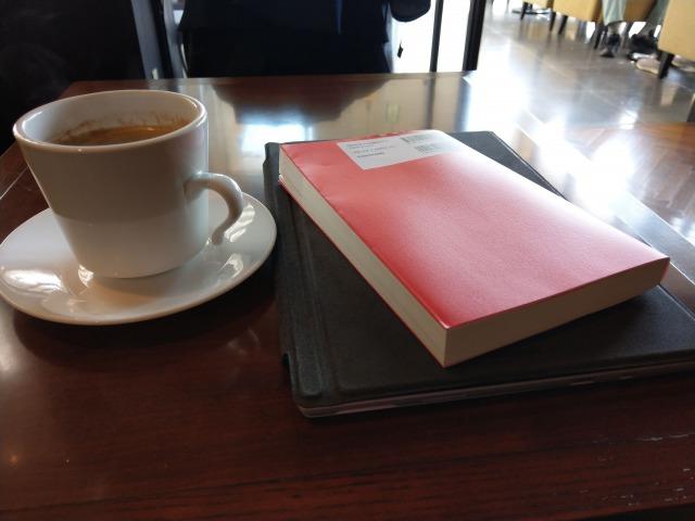 読書の時間を確保するのは簡単だった。カフェでPCを閉じるだけ
