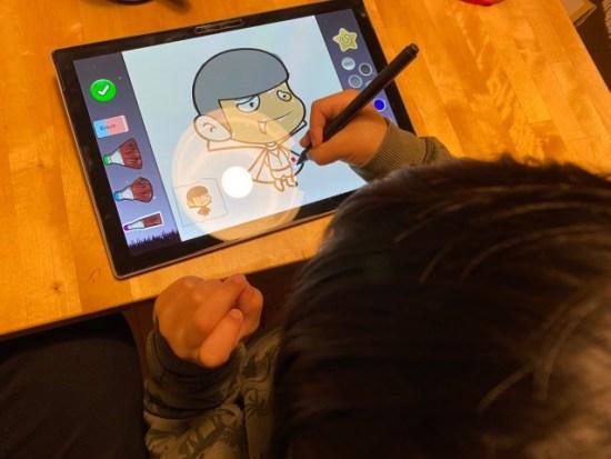 サーフェスプロで塗り絵する子供