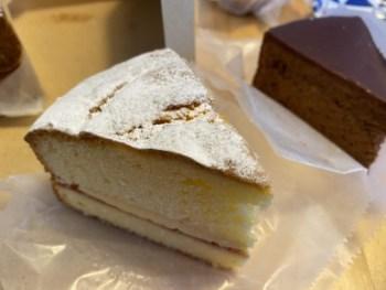 テイクアウトできるところを探す。カフェに行けなくてもケーキは食べたいからテイクアウト