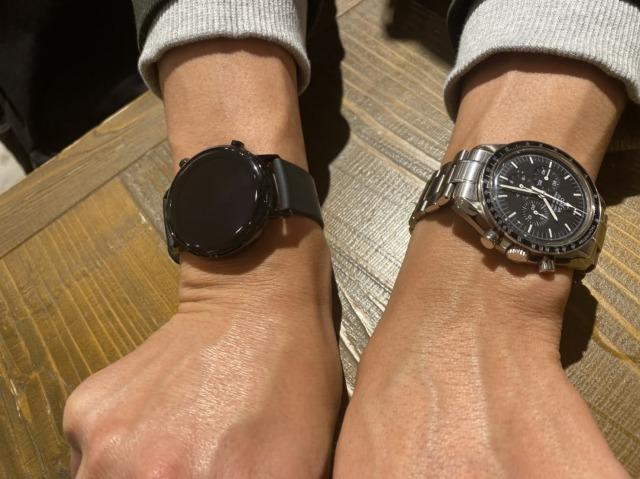 両手に時計つけるのは違和感。スマートウォッチと今まで使っていた時計の両方を使いたい