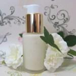Eliminar manchas de acné con rutina facial