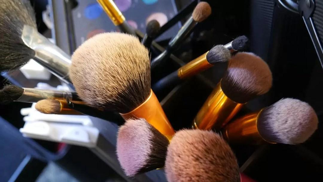 ¿Como limpiar tus brochas de maquillaje?