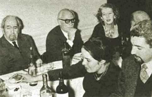 De izquierda a derecha Oliveiro Girondo, Aldo Pellegrini, Norah Lange. A la derecha en primer plano, Francisco Madariaga