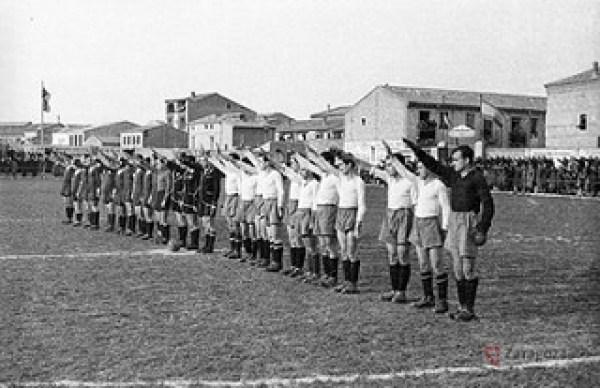 1944-Cf Aremas - Saludo fascista