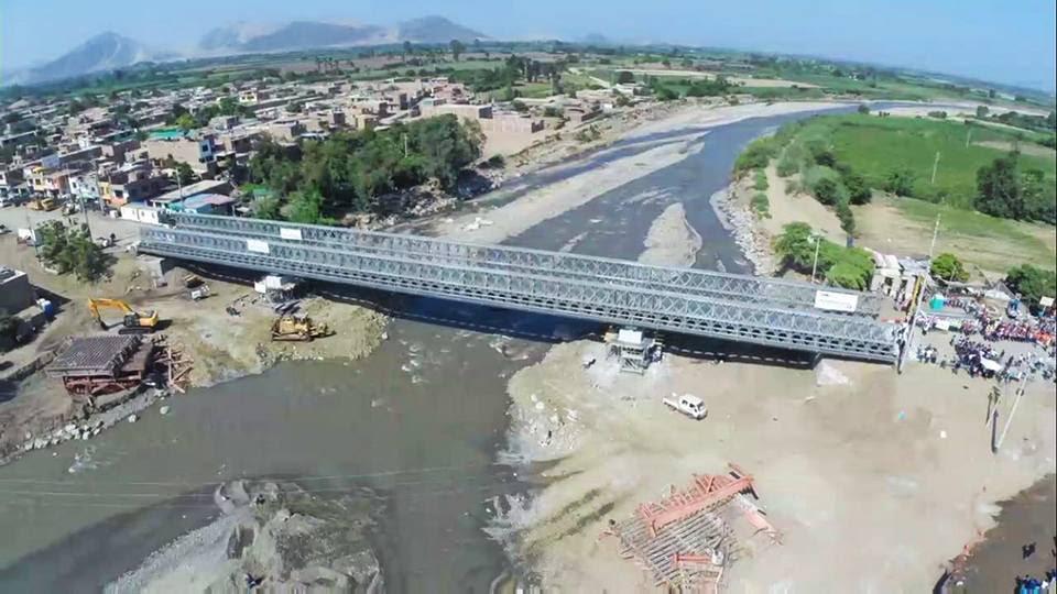 Kuczynski abre el puente bailey en Virú