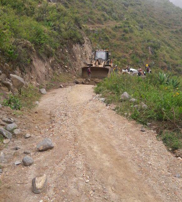 Rehabilitan carreteras en Julcan y Virú