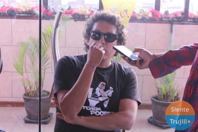 """Luis """"El Pollo"""" Callirgos de Cementerio Club en entrevista para Siente Trujillo."""