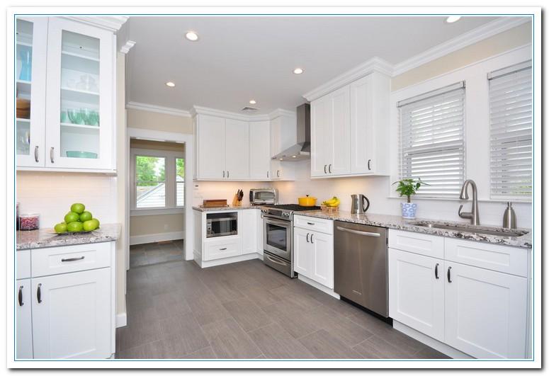 Applying Shaker Cabinets Kitchen For Functional Design