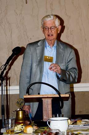 Club member, Rev. Dick Anderson gave an inspiring Thanksgiving message.