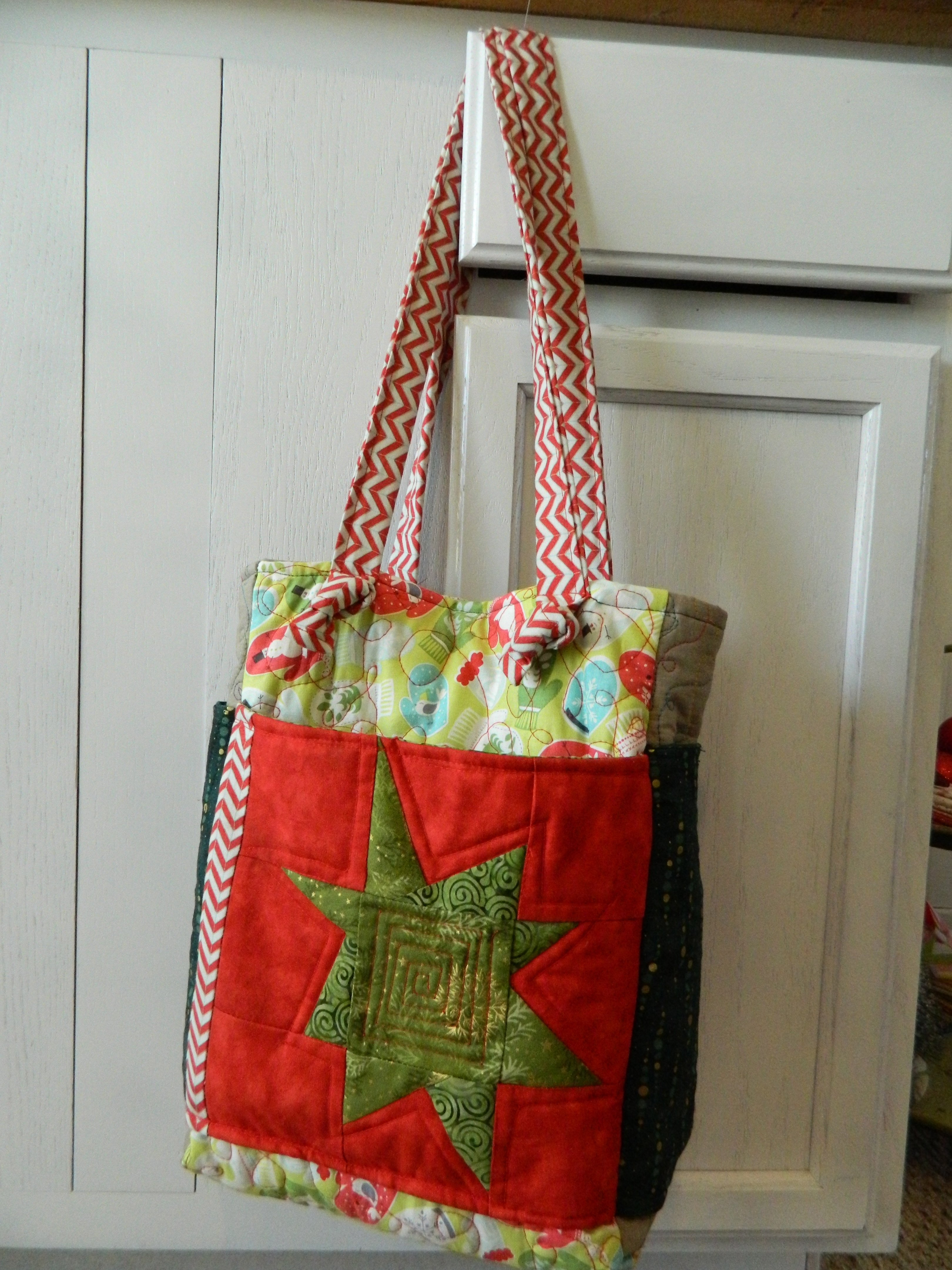 Christmas Themed Quilted Purse Pattern