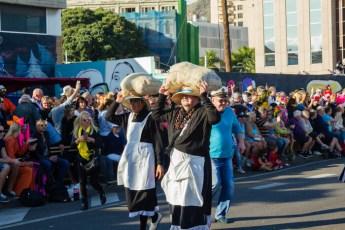 Главное шествие карнавала на Тенерифе в 2016 году — участники в костюмах фермеров