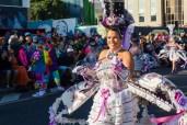 Главное шествие карнавала на Тенерифе в 2016 году — женщина в шикарном костюме