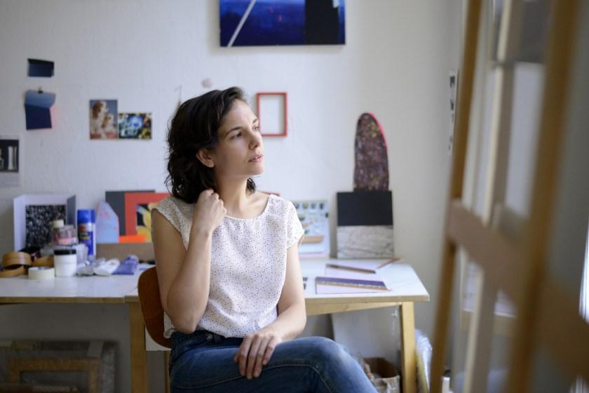 Ángela Cuadra en Salón, su estudio-vivienda, además de sala de exposiciones