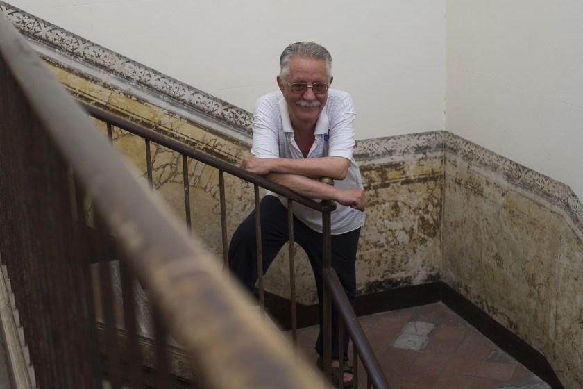 Nazario en su domicilio barcelonés, junto a la Plaza Real (Fotos: Maya Balanya)